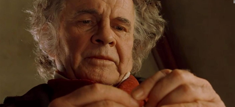 Peter Jackson rinde homenaje a Ian Holm, quien interpretó a Bilbo Baggins y falleció ayer a los 88 años